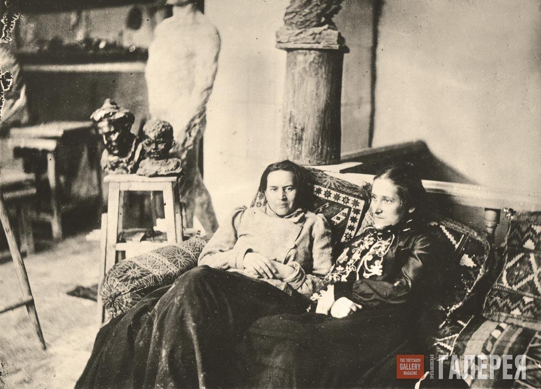 Anna Golubkina and Yelena Shishkina-Golinevich in the artist's studio. 1903