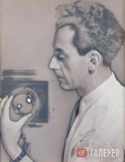 Ray Man (Emmanuel Radnitzky). Untitled (Self-portrait with Camera), 1930
