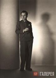 Ray Man (Emmanuel Radnitzky). Self-portrait as a Fashion Photographer. 1936