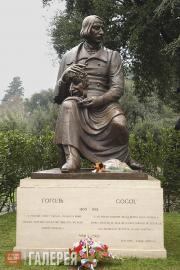 Tsereteli Zurab. Monument to Nikolai Gogol. 2002