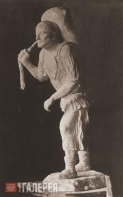 Rukavishnikov Mitrofan. Dockhand with a Sack. 1912-1913