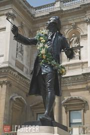 Alfred Drury. Statue of Sir Joshua Reynolds in the courtyard of the Royal Academ