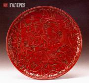 Carved Red Lacquer Dish with Peony and a Pair of Paradise Flycatchers