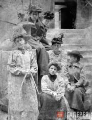 Anna Golubkina with a group of artists. Paris. 1895