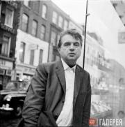 John DEAKIN. Photo: Francis Bacon, on the street outside the Colony Room