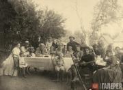 Л.Н. Толстой с родными и знакомыми, среди которых художник Н.Н. Ге