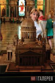 У макета Музея-памятника «Исаакиевский собор»