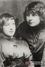 Анастасия (слева) и Марина Цветаевы. 1911