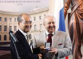 Director-General of UNESCO Mr. Koichiro Matsuura presents the UNESCO Picasso Gold Medal to Zurab Tsereteli