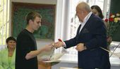 The President of the Russian Academy of Arts decorates the best students with the medals of the Academy