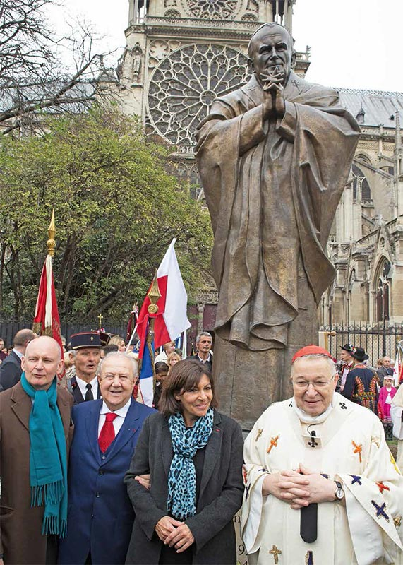 Zurab Tsereteli, with Anne Hidalgo, Mayor of Paris, and the Archbishop of Paris Cardin al André Vingt-Trois