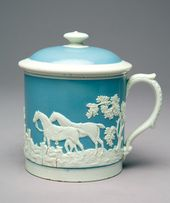 Mug with Lid Decorated with Fox-hunting Scene