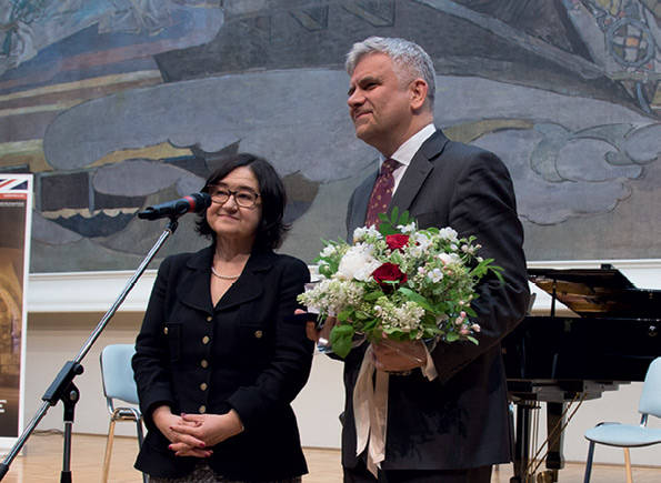 Zelfira Tregulova awarding a commemorative medal to Michael Bird, Director, British Council, Russia
