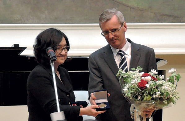 Zelfira Tregulova awarding a commemorative medal to Dr. Laurie Bristow, British Ambassador to Russia