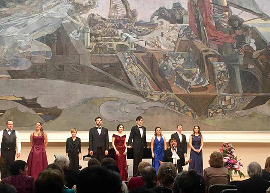 From left: Mikhail Segelman, Alexandra Kovalevich (mezzo-soprano), Elizaveta Dmitrieva (accompanist), Andrei Kymach (baritone), Utarida Mirzamova (soprano), Vadim Babichuk (tenor), Anastasia Barun (soprano), Pavel Valuzhin (tenor), Ruslana Koval (soprano)