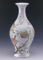 Famille-rose Vase with Bat and Peach Patterns. Jingdezhen ware. Porcelain Emperor Yongzheng, Qing Dynasty (1723-1735)