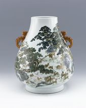 Famille-rose Hundred Deer Vase. Jingdezhen ware. Porcelain Emperor Qianlong, Qing Dynasty (1736-1796)