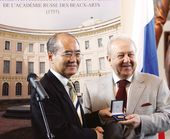 Director-General of UNESCO Mr. Koichiro Matsuura presents the UNESCO Picasso Gold Medal to Zurab Tsereteli. 2007