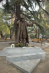 ZURAB TSERETELI. Monument to the actor Ramaz Chkhikvadze 2013
