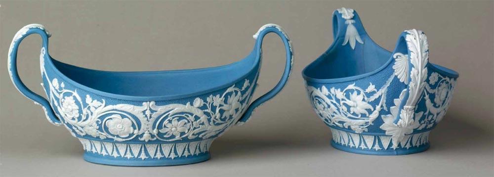 Креманки из голубого яшмового фаянса с белым рельефным декором. 1786 – 1800