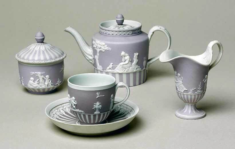 Сиреневый маканый чайный сервиз с белым рельефным декором. 1785–1800