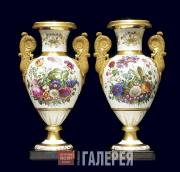 Set of two paired vases. 1811–1850