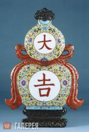 Wall-mounted decoration shaped as crook-neck pumpkin, with ornament against a ye