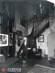 Автопортрет в студии по адресу: ул. Кампань Премьер 31А, Париж. Около 1925