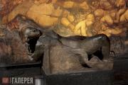 Вигеланн Эммануэль. Скульптура в зале с фресками из цикла «Vita» в Tomba Emanuel