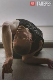 """Billy Bultheel  in Anne Imhof's """"Angst II"""""""