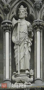 Статуя Св. Олава на Западной стене Нидаросского собора