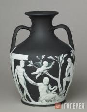 Копия Портлендской вазы из черного яшмового фаянса с белым рельефным декором. Ок