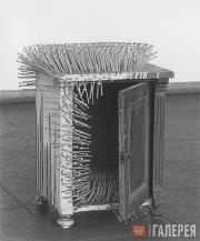 Юккер Гюнтер. Ночная тумбочка. 1963