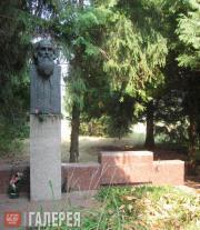 М.Я. ГРИЦЮК. Памятник на могиле Н.Н. Ге