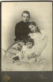 Дети А.В. Жиркевича: Сергей, Варвара, Мария (Марфушечка). 1901
