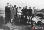 Nikolai Cherhyshev (upper row, third right) with a group of students of VKHUTEMA