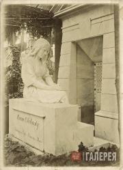 Mark Antokolsky's memorial sculpture on the grave of Maria Obolenskaya. 1890s