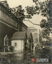 The main entrance  to the Tretyakov Gallery. Late 1930s