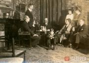 Alexander Ilyich Ziloti (left) and Vera Pavlovna Ziloti (in the armchair) among