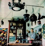 Viktor Tsigal in the studio in his apartment on the Arbat. 1991