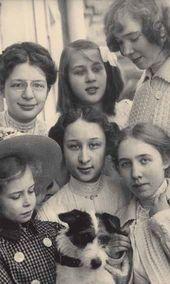 Pavel Tretyakov's granddaughters: Marina Gritsenko, Vera Ziloti, Anastasia Botkina, Oksana Ziloti, Kiriena Ziloti, Alexandra Botkina. 1908