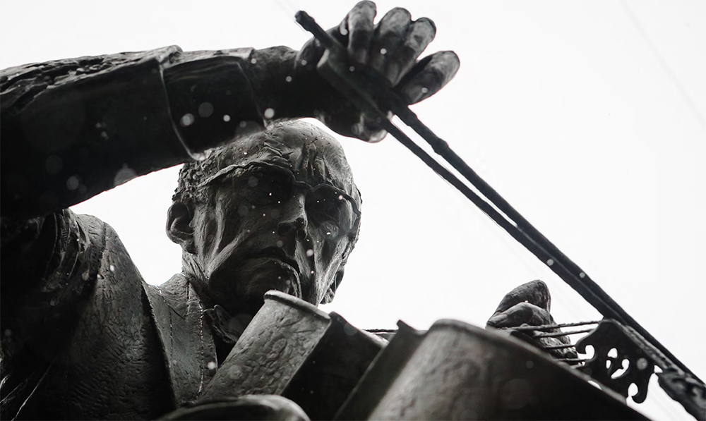 Памятник Мстиславу Ростроповичу. 2012. Detail