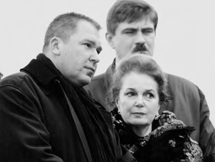 Alexander Rukavishnikov at the opening of the monument to Fyodor Dostoevsky, with Elina Bystritskaya, 1996