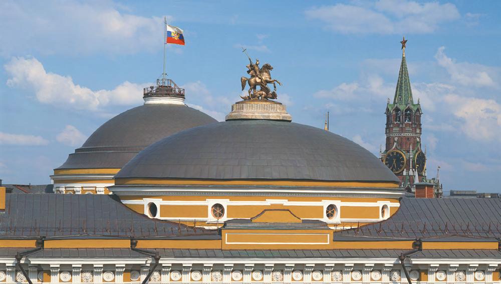 АЛЕКСАНДР ЦИГАЛЬ в соавторстве с ВЛАДИМИРОМ ЦИГАЛЕМ. Статуя Георгия Победоносца на куполе здания Сената в Московском Кремле. 1995