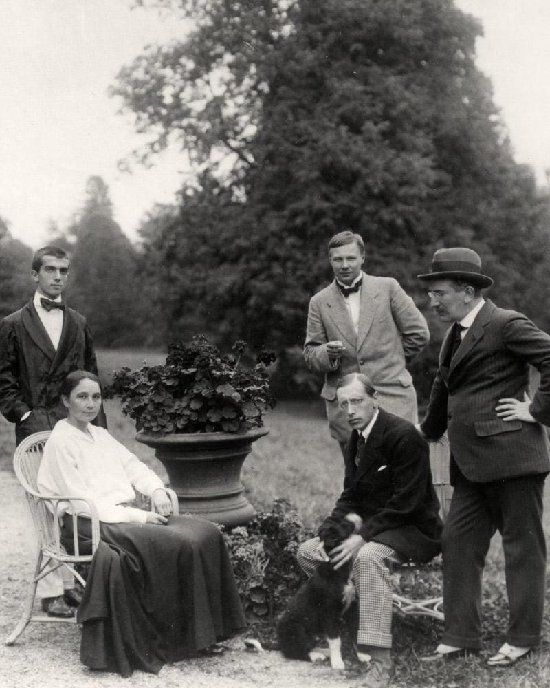 Left to right, Léonide Massine, Mikhail Larionov, Léon Bakst (standing); Natalia Goncharova, Igor Stravinsky (sitting). 1915