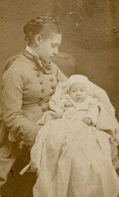 Vera Repina with her daughter, Nadezhda. 1874–1875