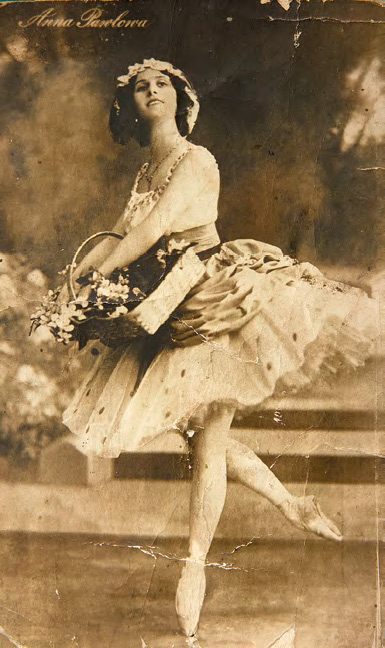 Anna Pavlova as Lisa from the ballet 'La Fille Mal Gardée'. 1913
