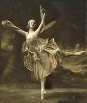 "Anna Pavlova performing a solo, ""The Dragonfly"". 1916"