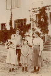 Vasily Polenov with his daughters at the Borok estate. Photograph. 1900s