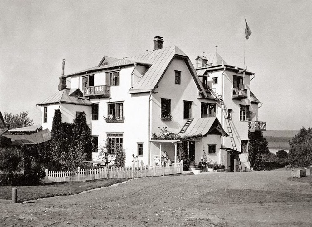 The Big House at Polenov's Borok estate. 1910-е